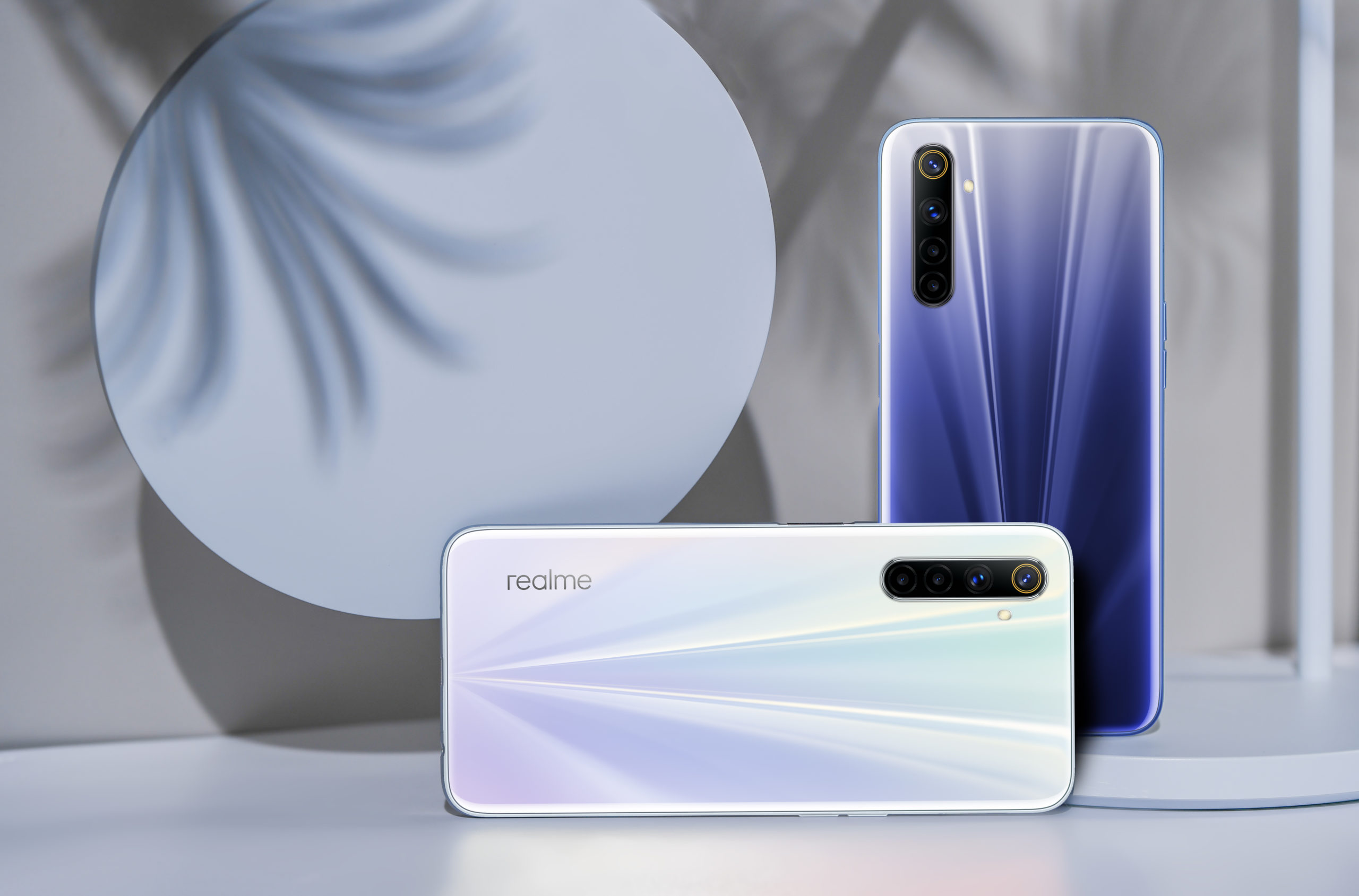 realme 6 Comet White and Comet Blue scaled